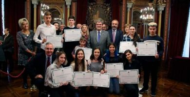 becas estudiantes brillantes